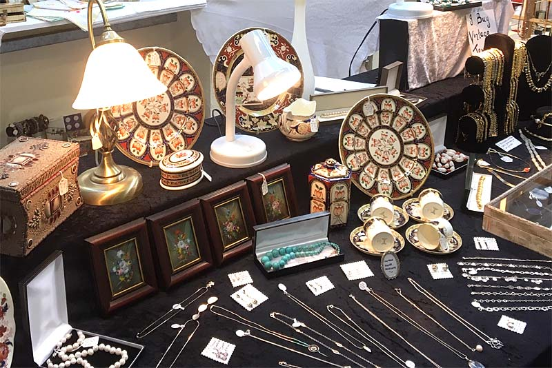 antiques and collectables at trinket box