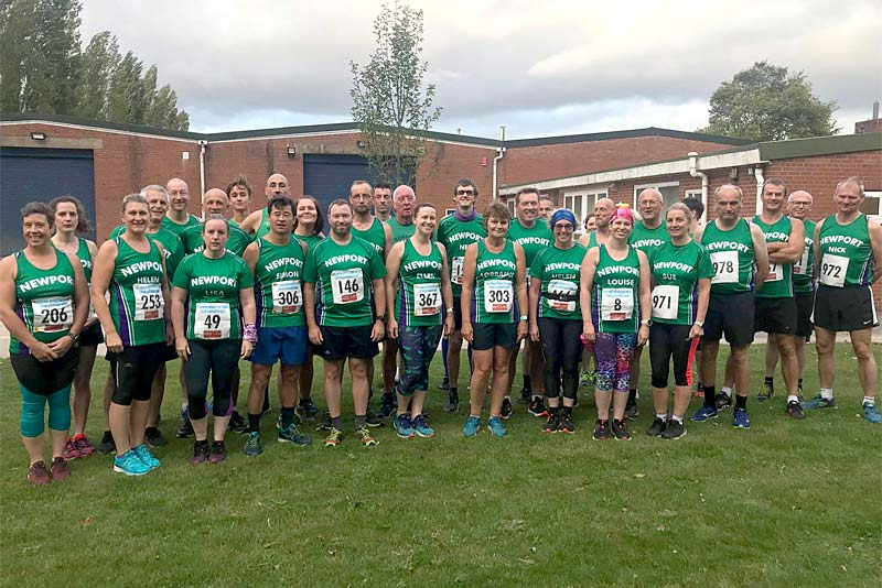 newport runners line up before race